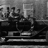 Dr. Henry Fischer's automobile for transporting train passengers - Mudcura